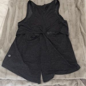 EC Lululemon workout top